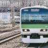 電車を見る(新宿駅ホーム)